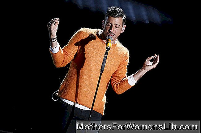 Suéter karma de Francesco Gabbani occidentalis.