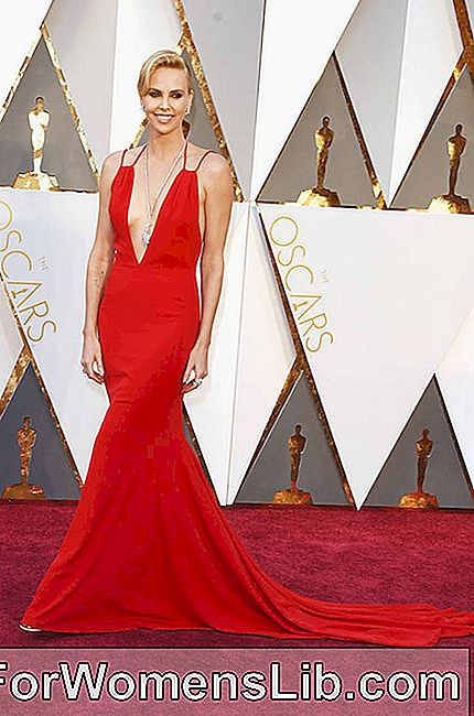Charlize Theron en rojo total